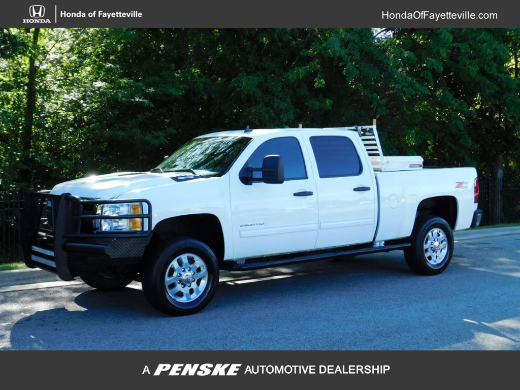 Pre-Owned 2013 Chevrolet Silverado 2500HD 4WD Crew Cab 153.7