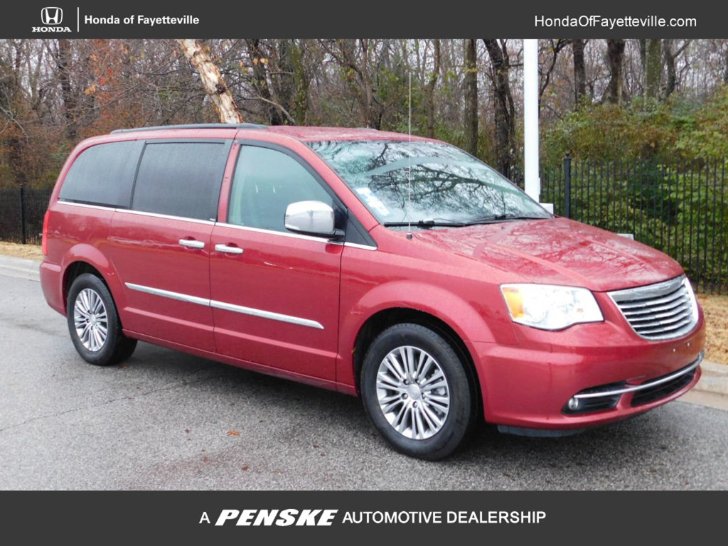 Pre-Owned 2014 Chrysler Town & Country 4dr Wagon Touring-L