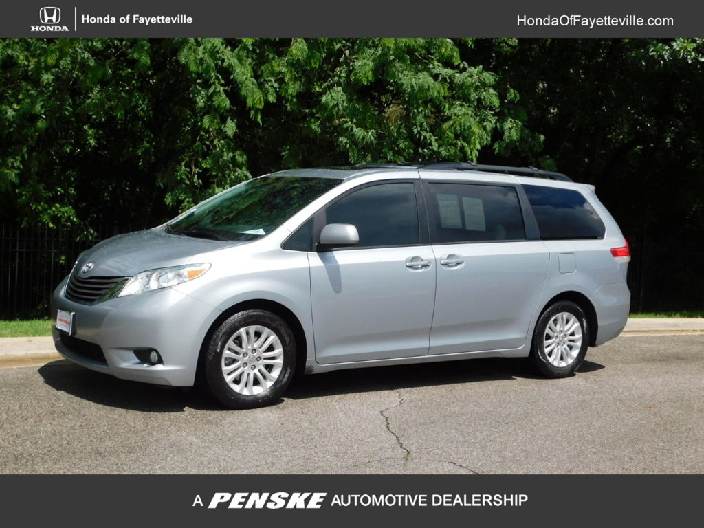 Pre-Owned 2014 Toyota Sienna 5dr 8-Passenger Van V6 XLE FWD