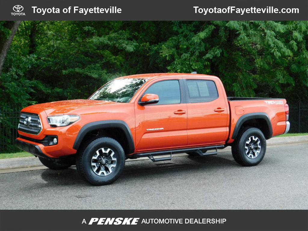 Pre-Owned 2017 Toyota Tacoma SR5 Double Cab 5' Bed V6 4x4 Automatic