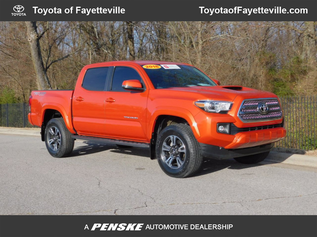 Pre-Owned 2017 Toyota Tacoma TRD Sport Double Cab 5' Bed V6 4x4 Automatic