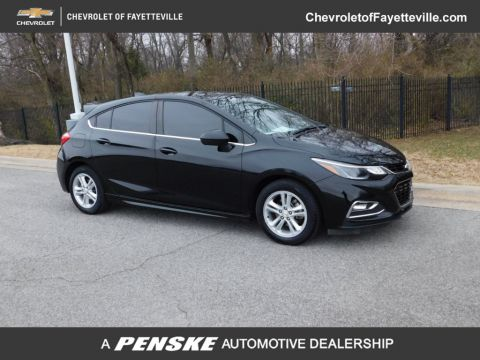 Pre-Owned 2017 Chevrolet CRUZE 4dr Hatchback Manual LT